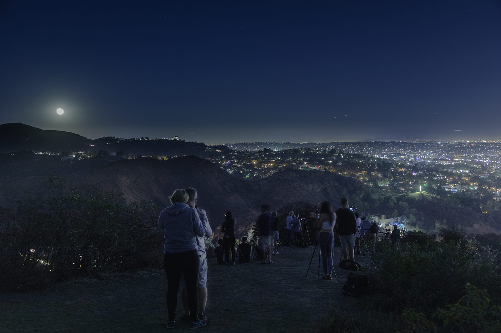 Supermoon event from Mulholland Drive vista point
